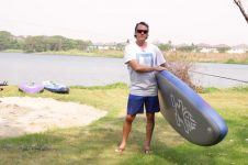 HOW TO CARRY YOUR INFLATABLE STAND UP BOARD