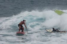 STAND UP PADDLE DOG STYLE IN HAWAII