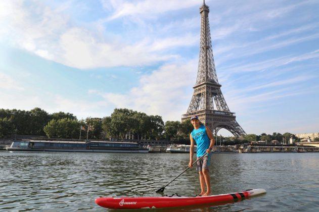 Arthur Arutkin en stand-up paddle sur la Seine, Paris, France, le 29/06/2018.